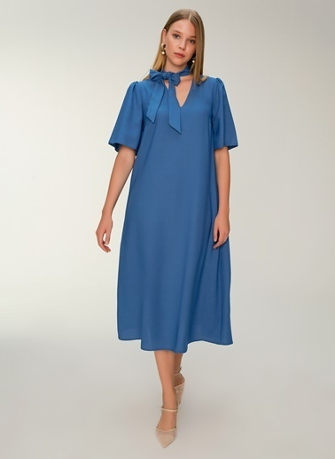 NGSTYLE Fular Yakalı Midi Elbise Mavi